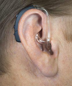 aparat słuchowy do ucha