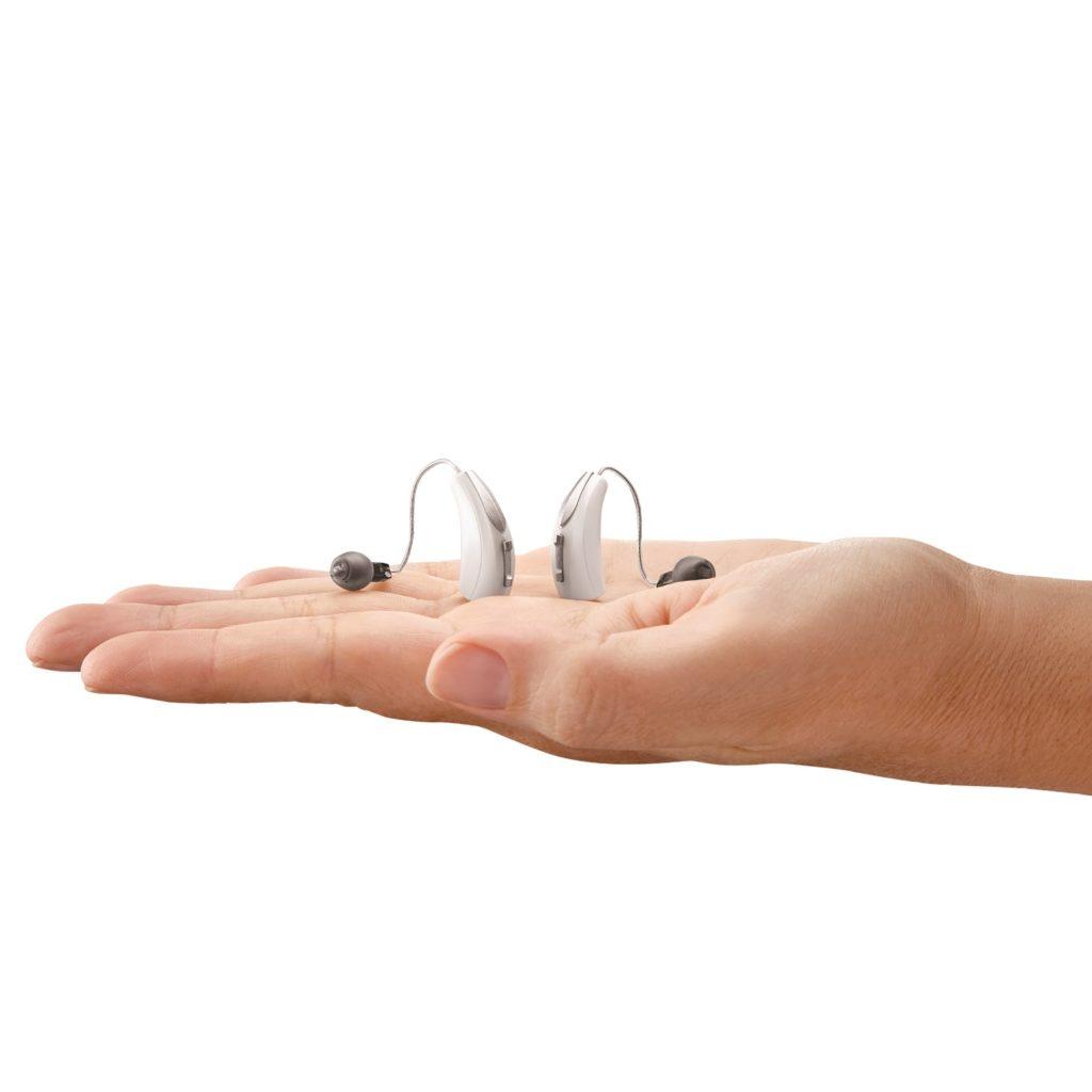 dwa aparaty słuchowe